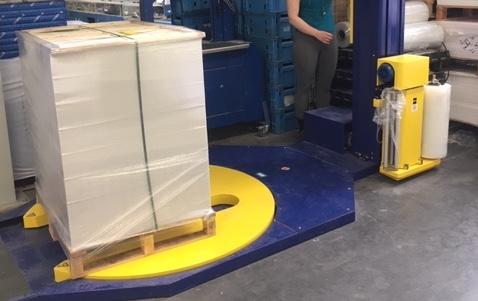Speciale palletwikkelaar voor europaletten bespaart Brugse drukkerij VCP Graphics veel tijd